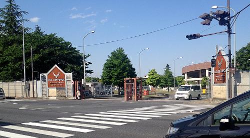 横田基地ゲート