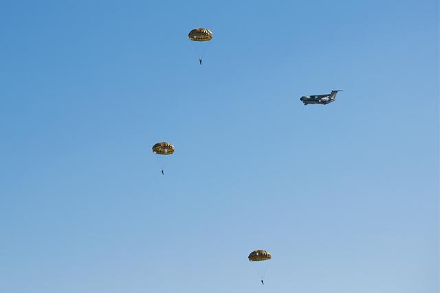 C-1空挺降下